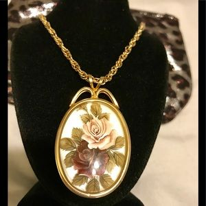 Jewelry - 🍁Vintage floral pendant necklace🍁